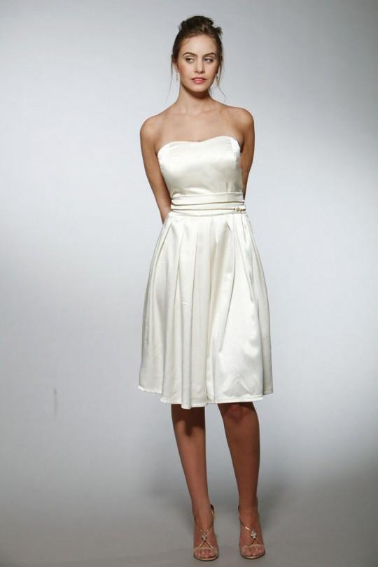 שמלת כלה סטרפלז סאטן קצרה