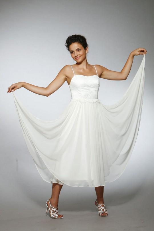 שמלת כלה במחשוף לב