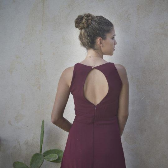 מחשוף גב לשמלת שירה
