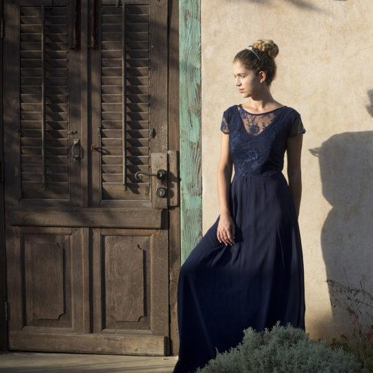 שמלת וי פעמון מקסי