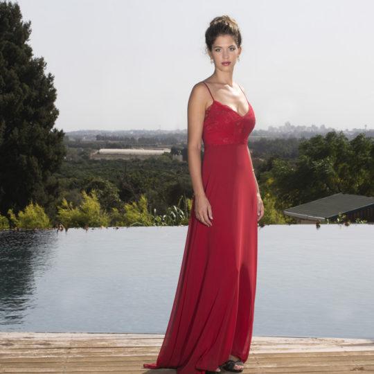 שמלה אדומה לשושבינה