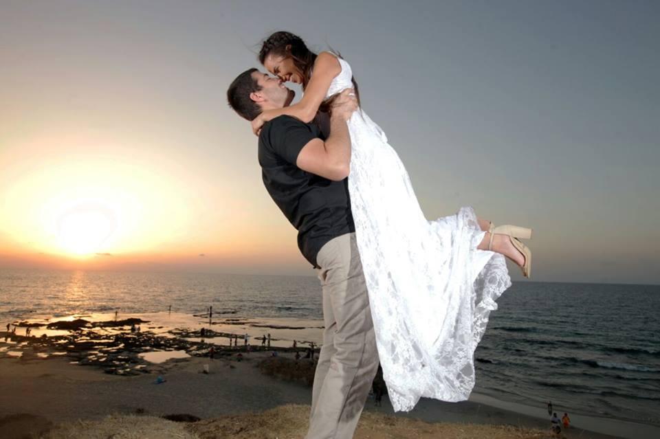 שמלת כלה מתחרה לבנה צילומי זוגיות