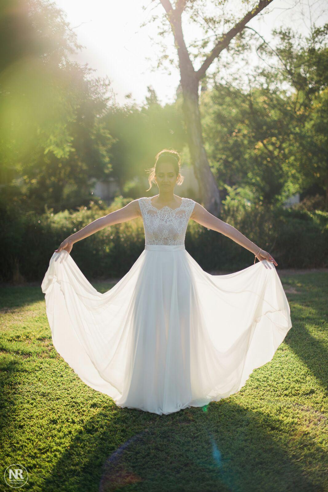 שמלת כלה מחמיאה וחולצת תחרה